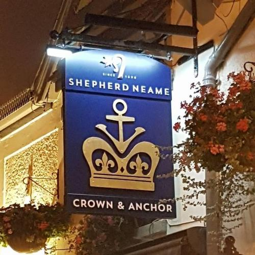 crown-and-anchor-sign